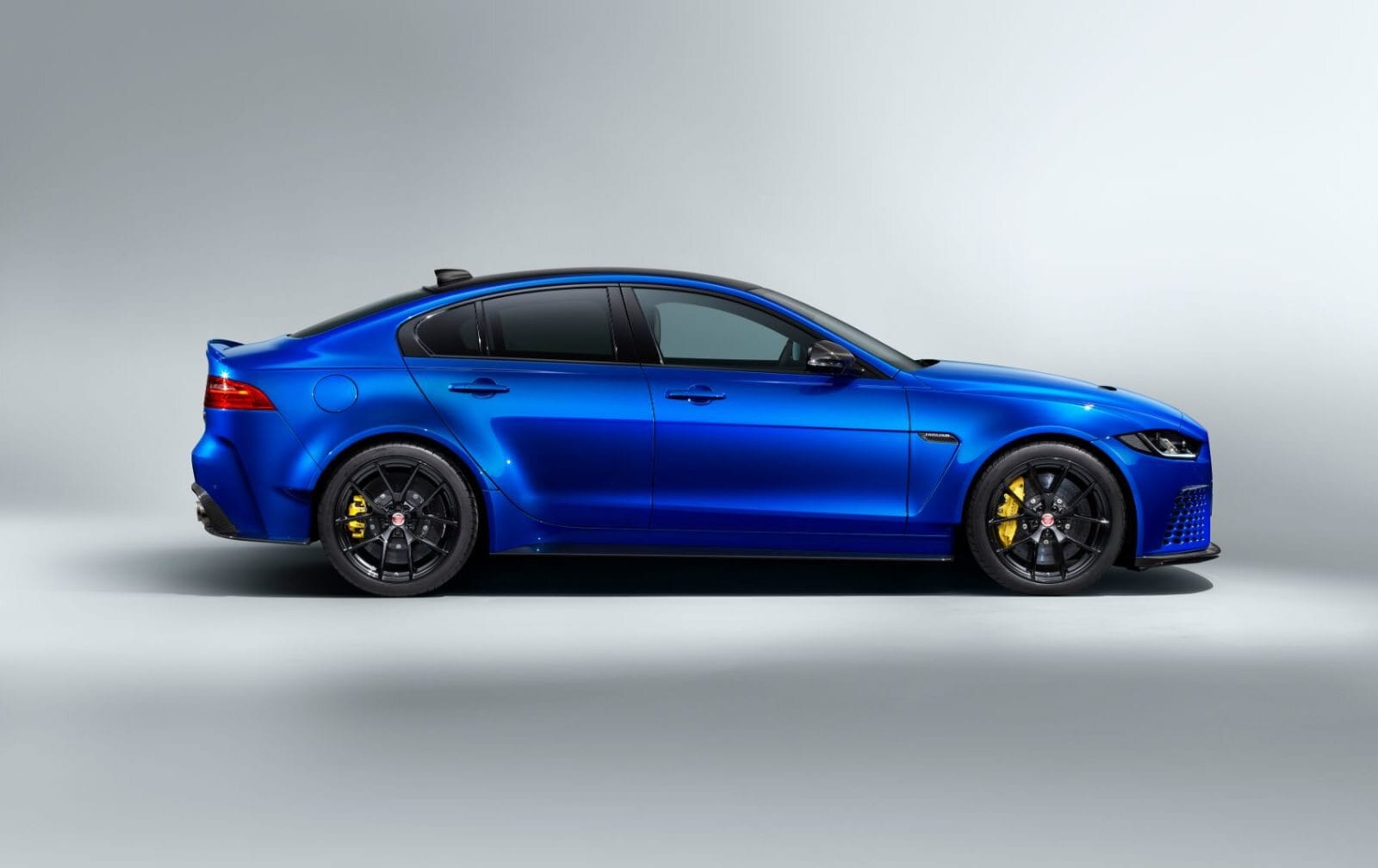 2020 Jaguar XE SV Project 8