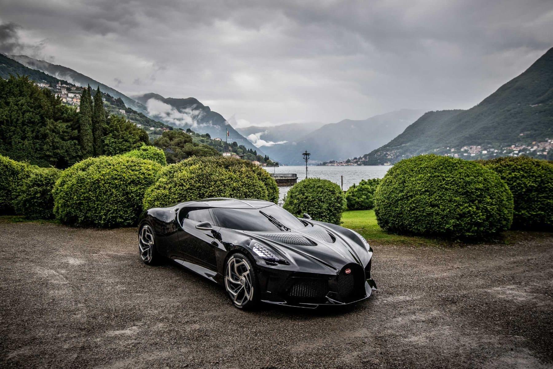 2 Bugatti La Voiture Noire