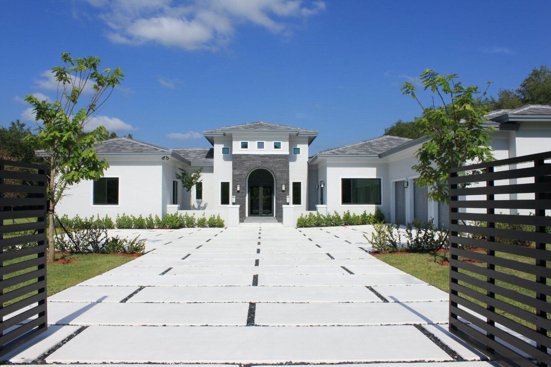 Hallmark Heights home by UrvanX