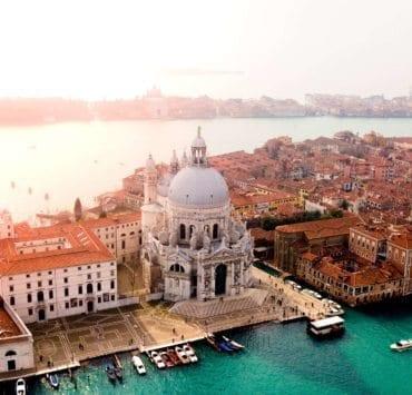 Basilica di Santa Maria della Salute and the city of Venice