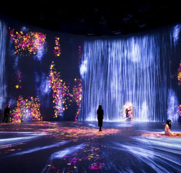 teamLab, Universe of Water Particles, Transcending Boundaries, and Flowers and People, Cannot be Controlled but Live Together -Transcending Boundaries, A Whole Year per Hour 2017. (Courtesy Pace Gallery)